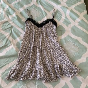 Victoria's Secret Black & White Floral Babydoll MD